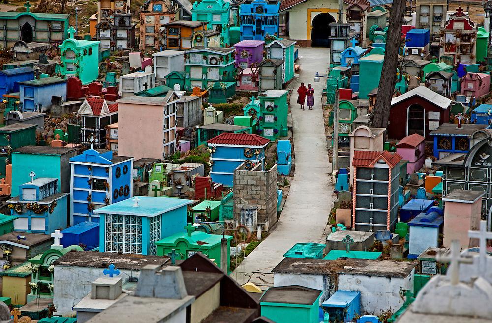 2012-01-27 Olintepeque, Guatemala. Graveyard in Olintepeque.  Foto: Markus Marcetic