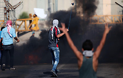 16.10.2015, Gaza city, PSE, Gewalt zwischen Palästinensern und Israelis, im Bild Zusammenstösse zwischen Palästinensischen Demonstranten und Israelischen Sicherheitskräfte // Palestinian protesters clash with Israeli security forces at the Erez crossing checkpoint in the northern Gaza Strip October 16, 2015. The unrest that has engulfed Jerusalem and the occupied West Bank, the most serious in years, has claimed the lives of 35 Palestinians and seven Israelis. The tension has been triggered in part by Palestinians' anger over what they see as increased Jewish encroachment on Jerusalem's al-Aqsa mosque compound, Palestine on 2015/10/16. EXPA Pictures © 2015, PhotoCredit: EXPA/ APAimages/ Ashraf Amra<br /> <br /> *****ATTENTION - for AUT, GER, SUI, ITA, POL, CRO, SRB only*****