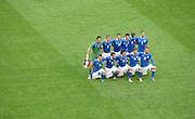 FUSSBALL  EUROPAMEISTERSCHAFT 2012   VORRUNDE Spanien - Italien            10.06.2012 Die Mannschaft von Italien stellt sich dem Temafoto.