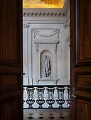 2018-07-26 GMC doorway to stairway statue