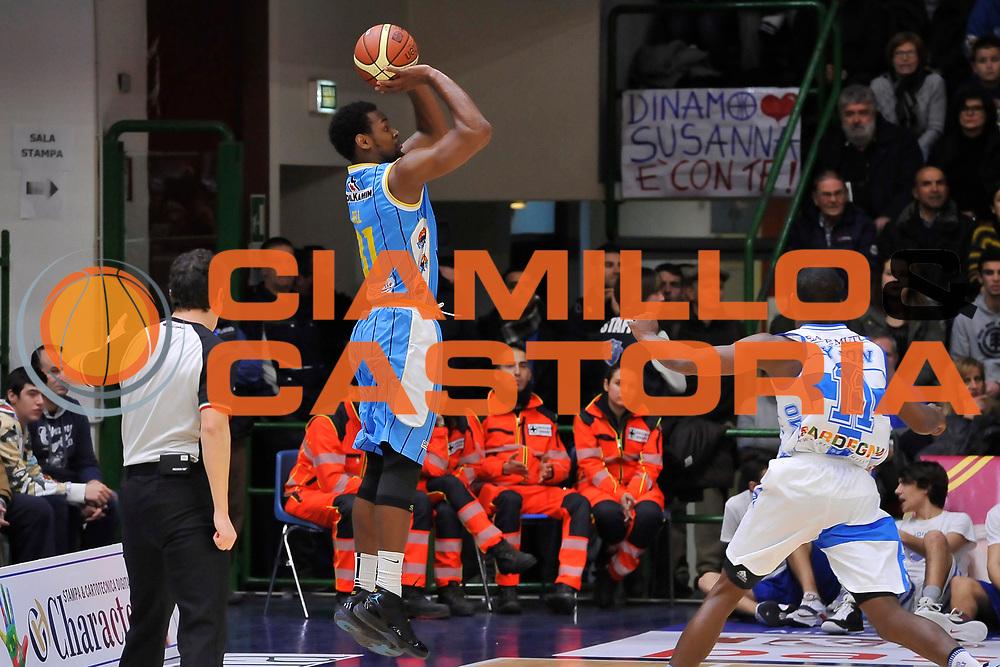 DESCRIZIONE : Campionato 2014/15 Dinamo Banco di Sardegna Sassari - Vanoli Cremona<br /> GIOCATORE : James Bell<br /> CATEGORIA : Tiro Tre Punti Controcampo<br /> SQUADRA : Vanoli Cremona<br /> EVENTO : LegaBasket Serie A Beko 2014/2015<br /> GARA : Dinamo Banco di Sardegna Sassari - Vanoli Cremona<br /> DATA : 10/01/2015<br /> SPORT : Pallacanestro <br /> AUTORE : Agenzia Ciamillo-Castoria / Luigi Canu<br /> Galleria : LegaBasket Serie A Beko 2014/2015<br /> Fotonotizia : Campionato 2014/15 Dinamo Banco di Sardegna Sassari - Vanoli Cremona<br /> Predefinita :