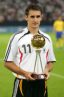 Fotball<br /> Tyskland v Sverige<br /> Foto: Witters/Digitalsport<br /> NORWAY ONLY<br /> <br /> 16.08.2006<br /> Miroslav Klose Ehrung Fussballer des Jahres<br /> Laenderspiel Deutschland - Schweden