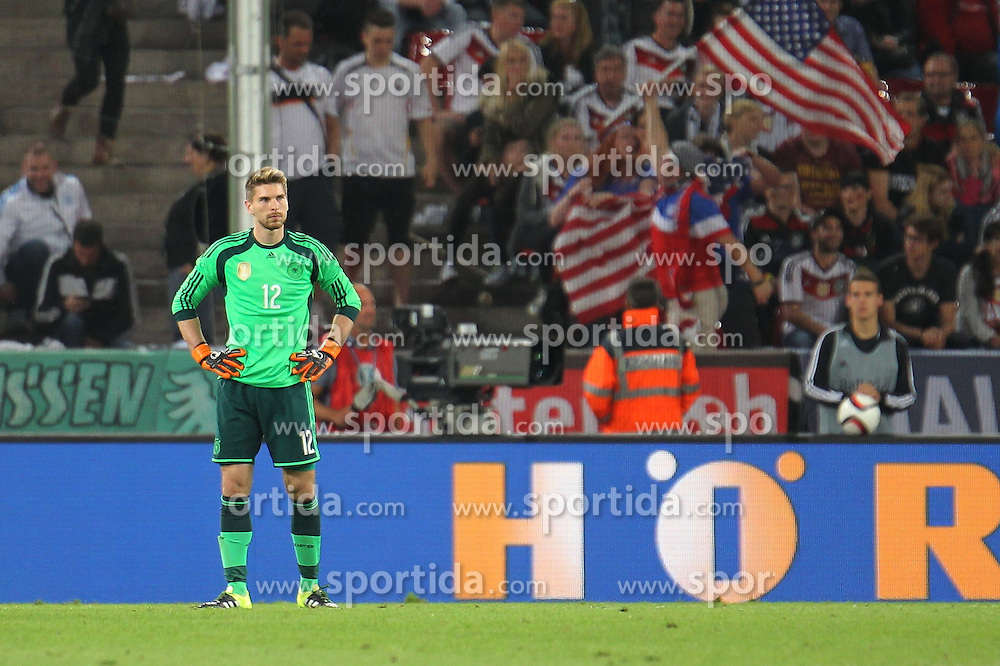 10.06.2015, RheinEnergie Stadion, Koeln, GER, FS Vorbereitung, Testspiel, Deutschland vs USA, im Bild TOR: Torwart Ron-Robert Zieler (Deutschland) nach dem 1:2, hinten jubelt Amerika // during the international friendly football match between Germany and USA at the RheinEnergie Stadion in Koeln, Germany on 2015/06/10. EXPA Pictures &copy; 2015, PhotoCredit: EXPA/ Eibner-Pressefoto/ RRZ<br /> <br /> *****ATTENTION - OUT of GER*****