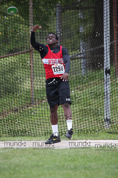 Cassian Alleyne of West Hill CI - Scarborough competes in the midget boys discus at the 2013 OFSAA Track and Field Championship in Oshawa Ontario, Thursday,  June 6, 2013.<br /> Mundo Sport Images / Sean Burges