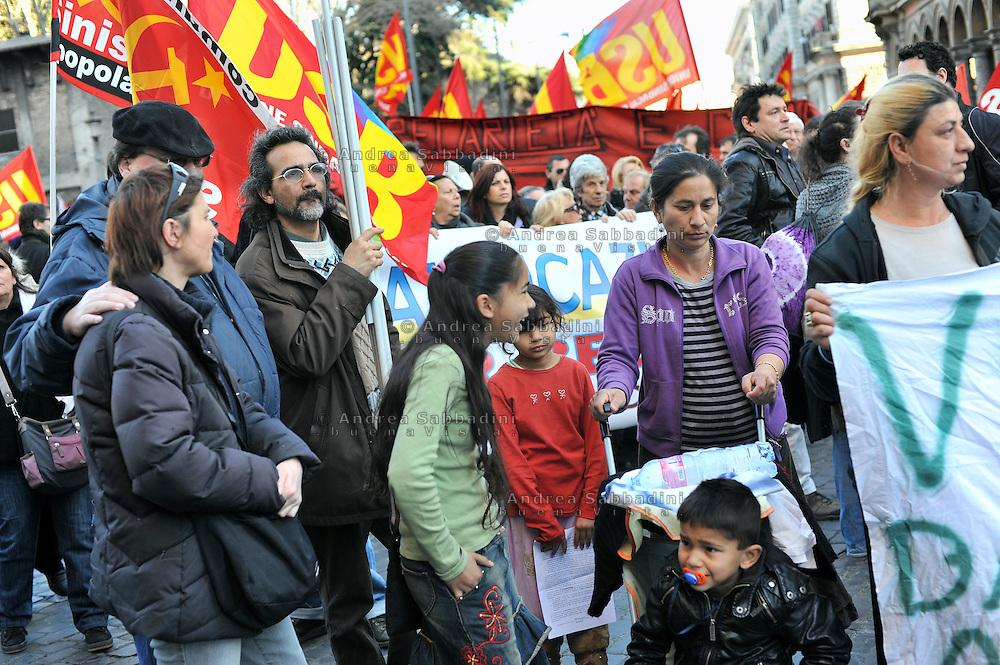 Roma 19/02/2011: la comunità Rom del campo Casilino 900 partecipano alla manifestazione dei movimenti per la casa contro la politica abitativa del sindaco Alemanno - demonstration of the Gypsy community against the housing policies of the mayor Alemanno