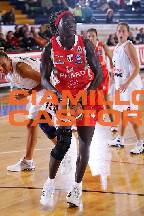DESCRIZIONE : Venezia Lega A1 Basket Femminile 2007-2008 Lbf Opening Day Carispe La Spezia Phard Napoli <br /> GIOCATORE : Astou Ndiaye <br /> SQUADRA : Phard Napoli <br /> EVENTO : Campionato Lega A1 Basket Femminile <br /> GARA : Carispe La Spezia Phard Napoli <br /> DATA : 21/10/2007 <br /> CATEGORIA : Penetrazione <br /> SPORT : Pallacanestro <br /> AUTORE : Agenzia Ciamillo-Castoria/S.Silvestri <br /> Galleria : Lega Basket Femminile 2007-2008 <br /> Fotonotizia : Venezia Lega A1 Basket Femminile 2007-2008 Lbf Opening Day Carispe La Spezia Phard Napoli <br /> Predefinita :