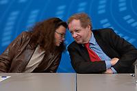 05 NOV 2003, BERLIN/GERMANY:<br /> Andrea Nahles, MdB, SPD, Vorsitzende Forum Demokratische Linke 21, und Michael Mueller, MdB, SPD, Stellv. Fraktionsvors. und Sprecher der Parlamentarischen Linken in der SPD Bundestagsfraktion, im Gespraech, waehrend einer Pressekonferenz, Presselobby der SPD-Fraktion, Deutscher Bundestag<br /> IMAGE: 20031105-01-035<br /> KEYWORDS: Michael Müller, Gespräch