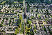 Nederland, Zuid-Holland, Rotterdam, 15-07-2012; Pendrecht (deelgemeente Charlois, Rotterdam-Zuid). Metrostation Slinge, Zuiderparkweg. Rechts de wijk Zuidwijk..Nieuwbouwwijk uit de jaren vijftig van de vorige eeuw, wederopbouw periode. Stedenbouwkundig ontwerp van Lotte Stam-Beese, kenmerkend zijn de ruime opzet en  veel groen. Ontworpen als wijk met verschillende woningtypen (en verschillende bewoners) en voorzien van alle voorzieningen..Pendrecht (part of Charlois, Rotterdam-South). New neighborhood (fifties of the last century), post-war reconstruction period. Urban design of Lotte Stam-Beese, characterized by spacious layout and lots of green. Designed as residential district with different housing types...luchtfoto (toeslag), aerial photo (additional fee required).foto/photo Siebe Swart