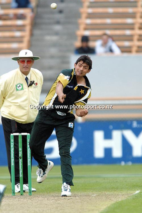 Saqlain Mushtaq bowls during the 4th ODI in the international cricket series between the New Zealand Black Caps and Pakistan. 25 February, 2001 at Jade Stadium, Christchurch. Photo: Dean Treml/PHOTOSPORT  *** Local Caption ***