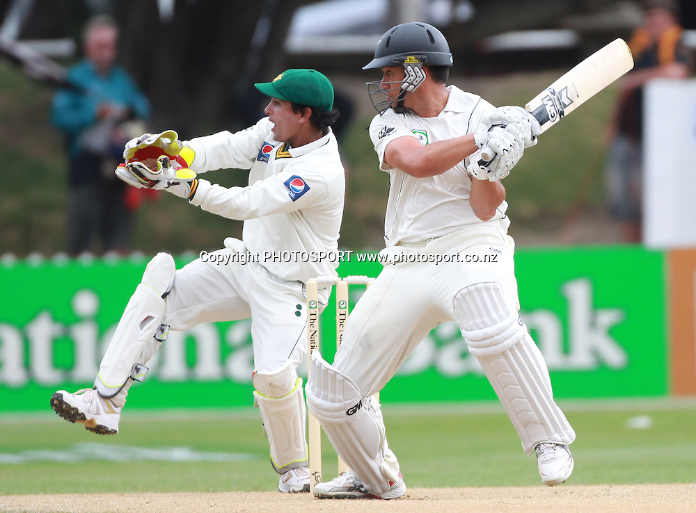 Ross Taylor batting on Day 4 of the 2nd test match.  New Zealand Black Caps v Pakistan, Test Match Cricket. Basin Reserve, Wellington, New Zealand. Tuesday 18 January 2011. Photo: Andrew Cornaga/photosport.co.nz