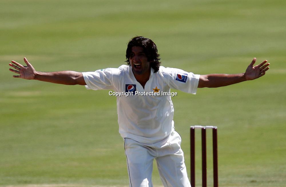 Pakistan's Sohail Tanvir appeals and takes the wicket of Daniel Vettori. International Cricket, New Zealand XI v Pakistan, Day 2, Cobham Oval Whangarei, Monday 3rd January 2011. Photo: Shane Wenzlick / www.photosport.co.nz