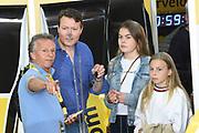 De Jumbo Racedagen, driven by Max Verstappen op Circuit Zandvoort. / The Jumbo Race Days, driven by Max Verstappen at Circuit Zandvoort.<br /> <br /> Op de foto / On the photo: Prins  Constantijn met zijn kinderen Leonore , Eloise en Claus-Casmir in de pitt met Jan Lammers