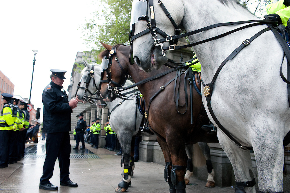 18.05.2010: Gardai with horses as over 1000 people protest outside Leinster House, the seat of the Irish parliment in Dublin calling on the Government to reverse spending cutbacks and to focus on reducing the numbers unemployed rather than providing large sums of state money to the State's banks.