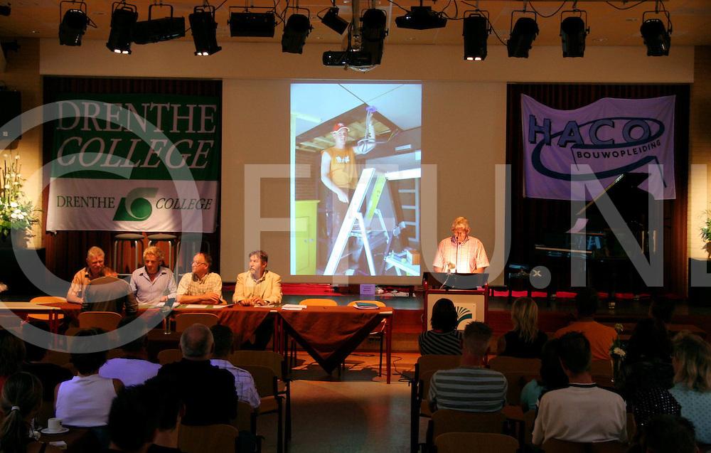 060629, hardenberg, ned<br /> Diploma uitrijkingen van de bouw sector,<br /> fotografiefrankuijlenbroek&copy;2006jaspervanderzwan