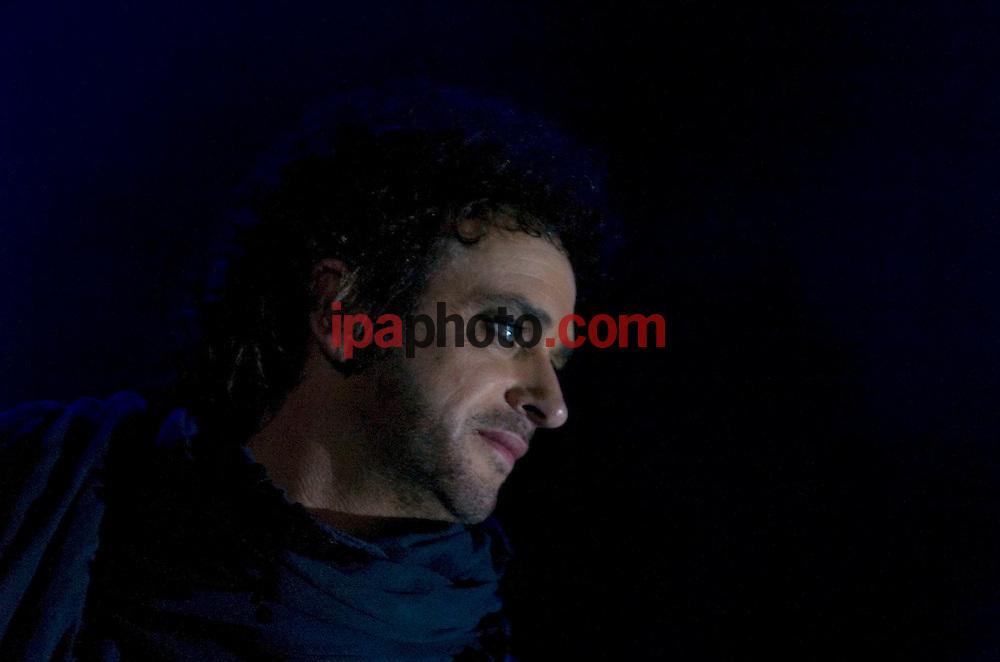 "MIAMI, FLORIDA, USA. Dec/05/2007.Guitar leader and singer of the argentine rock band Soda Stereo, Gustavo Cerati, performs at the American Airlines Arena in Miami, Florida as part of the tour ""Me Veras volver"", in December 05 2007 .(Photo by  IPAPHOTO.COM)..MIAMI, FLORIDA, USA. Dic/05/2007.El lider y guitarrista de la banda argentina de rock, Soda Stereo, Gustavo Cerati, durante la presentacion de su gira ""Me Veras Volver"" en el American Airlines Arena de la ciudad de Miami, en Florida, hoy, 05 de diciembre de 2007..(Photo by  IPAPHOTO.COM)"