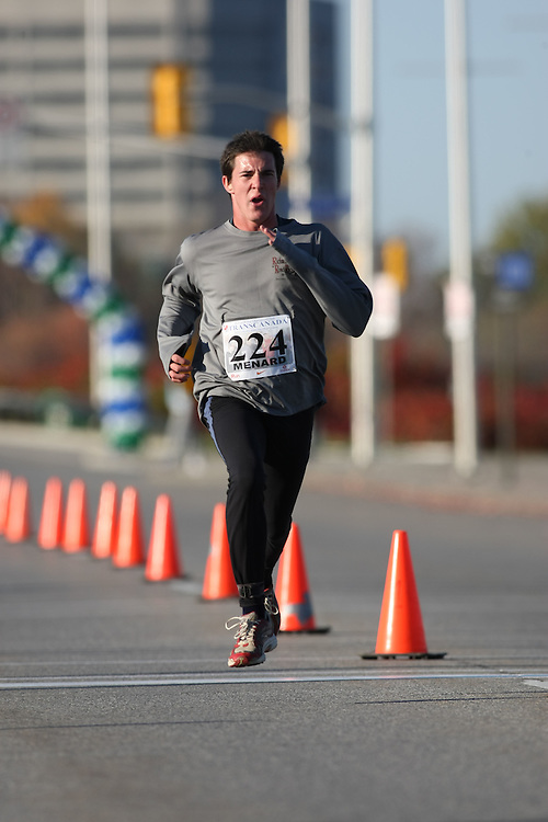 (Ottawa, ON---18 October 2008) DANNY MENARD runs in the 2008 5km challenge at the TransCanada 10km Canadian Road Race Championships. Photography copyright Sean Burges/Mundo Sport Images (www.msievents.com).