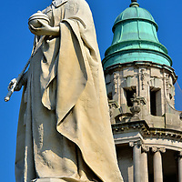 Queen Victoria Statue at City Hall in Belfast, Northern Ireland <br />