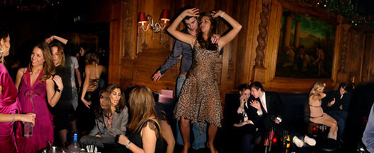 Saskia Boxford dancing, Tatler magazine Little Black Book party, Tramp. Jermyn St. 10 November 2004. ONE TIME USE ONLY - DO NOT ARCHIVE  © Copyright Photograph by Dafydd Jones 66 Stockwell Park Rd. London SW9 0DA Tel 020 7733 0108 www.dafjones.com