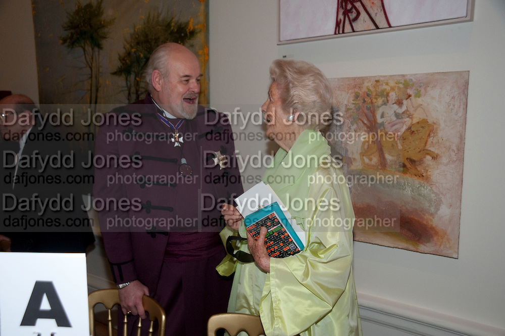 the right reverand and right hon Sir richard chartres, lord bishop of london; HER GRACE THE DOWAGER DUCHESS OF DEVONSHIRE. , Annual Dinner. Royal Academy of Arts. Piccadilly. London. 8 June 2010. -DO NOT ARCHIVE-© Copyright Photograph by Dafydd Jones. 248 Clapham Rd. London SW9 0PZ. Tel 0207 820 0771. www.dafjones.com.