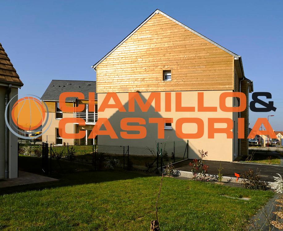 DESCRIZIONE : Architecture Mancelle d' Habitation logements collectif Architecte Laze Petolat<br /> GIOCATORE : Residence Tilleuls<br /> SQUADRA : Mancelle d'Habitation <br /> EVENTO : Architecture  Laze Petolat<br /> GARA : <br /> DATA : 26/03/2011<br /> CATEGORIA : Mancelle habitation<br /> SPORT : Architecture<br /> AUTORE : JF Molliere  <br /> Galleria : France Architecture 2012<br /> Fotonotizia : Architecture Mancelle d' Habitation logements collectif Residence Tilleuls Architecte Laze Petolat 2012 Sarge Exterieur Plan general<br /> Predefinita :