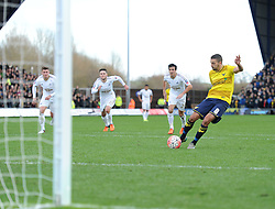 Liam Sercombe of Oxford United scores from a penalty. - Mandatory byline: Alex James/JMP - 10/01/2016 - FOOTBALL - Kassam Stadium - Oxford, England - Oxford United v Swansea City - FA Cup Third Round