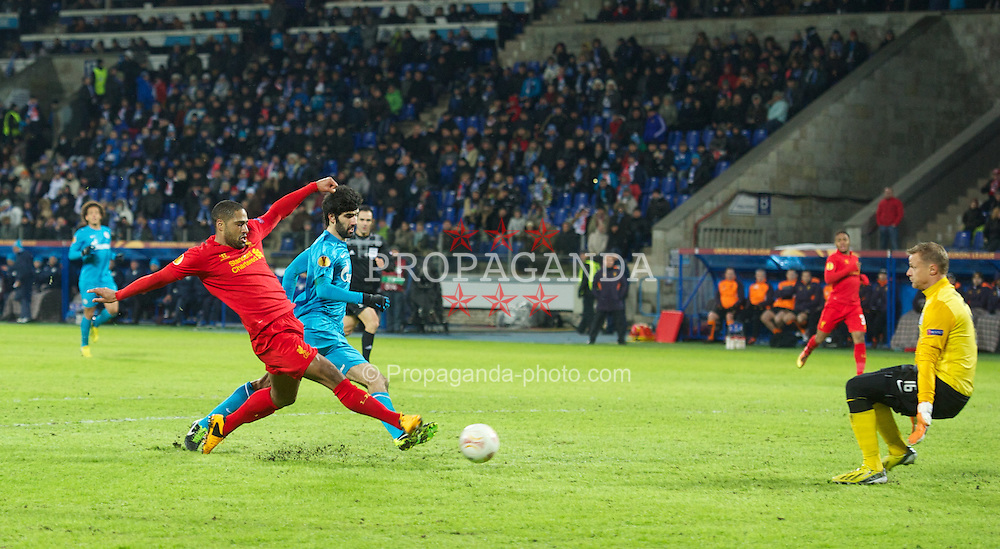 SAINT PETERSBURG, RUSSIA - Thursday, February 14, 2013: Liverpool's Glen Johnson sees his shot saved by FC Zenit St Petersburg's goalkeeper Vyacheslav Malafeev during the UEFA Europa League Round of 32 1st Leg match at the Stadio Petrovski. (Pic by David Rawcliffe/Propaganda)