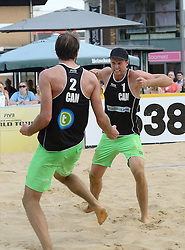 17-07-2014 NED: FIVB Grand Slam Beach Volleybal, Apeldoorn<br /> Poule fase groep A mannen - Chaim Schalk (1), Ben Saxton (2) CAN /