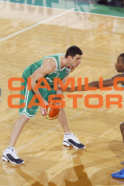 DESCRIZIONE : TREVISO EUROLEGA EUROLEAGUE 2004-2005 <br /> GIOCATORE : SORAGNA <br /> SQUADRA : BENETTON TREVISO <br /> EVENTO : EUROLEGA EUROLEAGUE 2004-2005 <br /> GARA : BENETTON TREVISO-PAU ORTHEZ <br /> DATA : 03/02/2005 <br /> CATEGORIA : <br /> SPORT : Pallacanestro <br /> AUTORE : Agenzia Ciamillo-Castoria