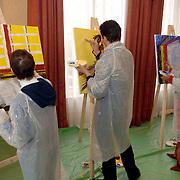 NLD/Amsterdam/20060210 - Bekende Nederlanders schilderen voor de veiling van de stichting Lezen en Schrijven, Lori Spee, Paul Schulten en Lenette van Dongen