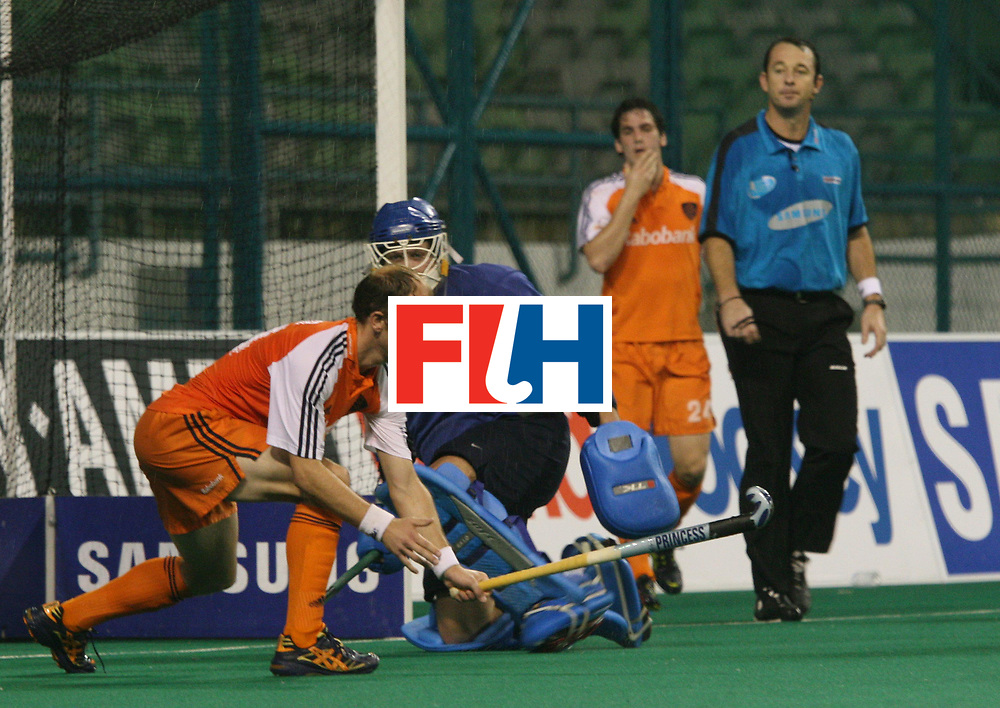 Kuala Lumpur : Teun De Nooijer of Netherlands fails to beat German keeper Schulte Christian in the Samsung Hockey Men Champions Trophy at the National Stadium, Bukit Jalil, Malaysia on 05 Dec 2007.<br /> Netherlands drew with Germany 3-3.<br /> Photo:GNN/Vino John