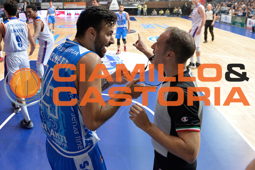 DESCRIZIONE : Cant&ugrave; Lega A 2015-16 Acqua Vitasnella Cantu' vs Dinamo Banco di Sardegna Sassari<br /> GIOCATORE : Brian Sacchetti<br /> CATEGORIA : Fair Play<br /> SQUADRA : Dinamo Banco di Sardegna Sassari<br /> EVENTO : Campionato Lega A 2015-2016<br /> GARA : Acqua Vitasnella Cantu'  Dinamo Banco di Sardegna Sassari<br /> DATA : 12/10/2015<br /> SPORT : Pallacanestro <br /> AUTORE : Agenzia Ciamillo-Castoria/I.Mancini<br /> Galleria : Lega Basket A 2015-2016  <br /> Fotonotizia : Acqua Vitasnella Cantu'  Lega A 2015-16 Acqua Vitasnella Cantu' Dinamo Banco di Sardegna Sassari   <br /> Predefinita :