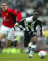 Fotball. Premier League. 23.11.2002.<br /> Manchester United v Newcastle.<br /> John O'Shea. United.<br /> Oliver Bernard, Newcastle.<br /> Foto: Aidan Ellis, Digitalsport