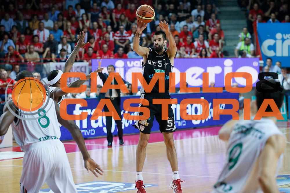 DESCRIZIONE : Varese Lega A 2012-13 Cimberio Varese Montepaschi Siena playoff semifinali<br /> GIOCATORE : Dusan Sakota<br /> CATEGORIA : Tiro<br /> SQUADRA : Cimberio Varese<br /> EVENTO : Campionato Lega A 2012-2013<br /> GARA : Cimberio Varese Montepaschi Siena<br /> DATA : 03/06/2013<br /> SPORT : Pallacanestro <br /> AUTORE : Agenzia Ciamillo-Castoria/G.Cottini<br /> Galleria : Lega Basket A 2012-2013  <br /> Fotonotizia : Varese Lega A 2012-13 Cimberio Varese Montepaschi Siena playoff semifinali<br /> Predefinita :