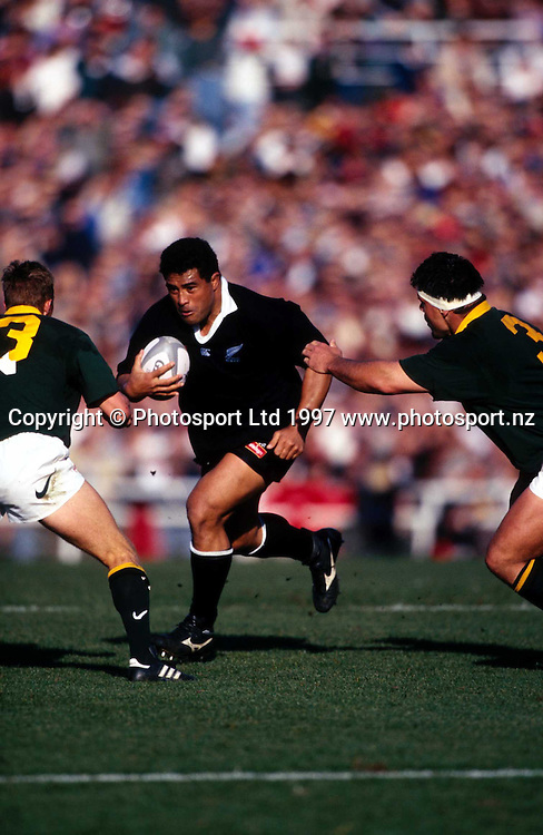 Olo Brown in action during the rugby union test match between the All Blacks and South Africa, 1997. Photo: Andrew Cornaga/PHOTOSPORT