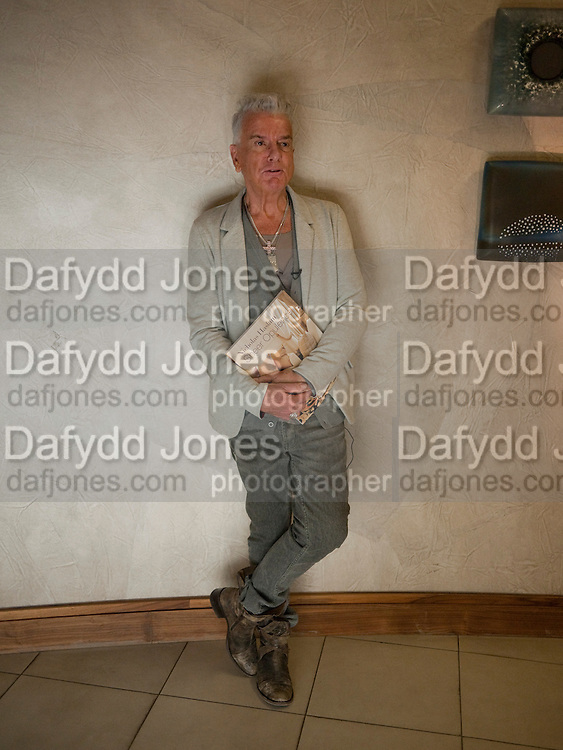 NICKY HASLAM, Book launch party for the paperback of Nicky Haslam's book 'Sheer Opulence', at The Westbury Hotel. London. 21 April 2010 *** Local Caption *** -DO NOT ARCHIVE-© Copyright Photograph by Dafydd Jones. 248 Clapham Rd. London SW9 0PZ. Tel 0207 820 0771. www.dafjones.com.<br /> NICKY HASLAM, Book launch party for the paperback of Nicky Haslam's book 'Sheer Opulence', at The Westbury Hotel. London. 21 April 2010