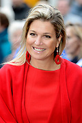 Koningin Maxima tijdens een bezoek aan het muziekproject Ieder Kind een Instrument. Het project heeft tot doel om muziekeducatie in de wijk te verankeren. <br /> <br /> Queen Maxima during a visit to the music project Every Child an instrument. The project aims to anchor. Music education in the district<br /> <br /> Op de foto / On the photo: <br /> <br />  Aankomst Koningin Maxima / Arrival Queen Maxima