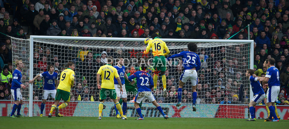 NORWICH, ENGLAND - Saturday, February 23, 2013: Norwich City's Kei Kamara rises above Everton's Marouane Fellaini to score the equalising goal levelling the score at 1-1 during the Premiership match at Carrow Road. (Pic by David Rawcliffe/Propaganda)
