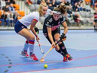 ROTTERDAM - Noor de Baat (Adam) met Mariette Boot (SCHC) .  dames Amsterdam-SCHC.   ,hoofdklasse competitie  zaalhockey.   COPYRIGHT  KOEN SUYK