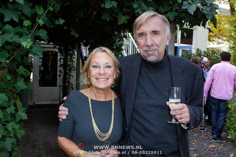 NLD/Hilversum/20111101- Presentatie kookboek De Smaak van BN, Arend Langenberg en partner Jeantine van der Wedden