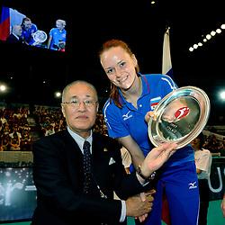 23-08-2009 VOLLEYBAL: WGP FINALS CEREMONY: TOKYO <br /> Rusland wint het zilver op de World Grand Prix 2009 / Masao Tachiki en Marina Sheshenina<br /> ©2009-WWW.FOTOHOOGENDOORN.NL