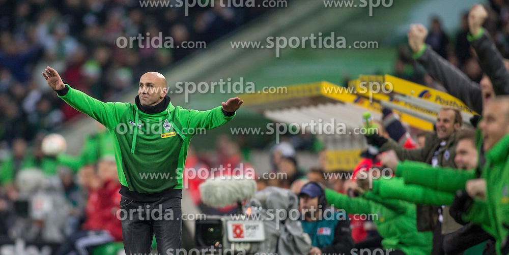 05.12.2015, Stadion im Borussia Park, Moenchengladbach, GER, 1. FBL, Borussia Moenchengladbach vs FC Bayern Muenchen, 15. Runde, im Bild Trainer Andre Schubert (Borussia Moenchengladbach) beim Torjubel nach dem Treffer zum 2:0 // during the German Bundesliga 15th round match between Borussia Moenchengladbach and FC Bayern Muenchen at the Stadion im Borussia Park in Moenchengladbach, Germany on 2015/12/05. EXPA Pictures &copy; 2015, PhotoCredit: EXPA/ Eibner-Pressefoto/ Sch&uuml;ler<br /> <br /> *****ATTENTION - OUT of GER*****