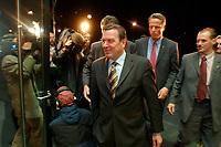 25 SEP 2003, BERLIN/GERMANY:<br /> Gerhard Schroeder, SPD, Bundeskanzler, auf dem Weg zu einer Sitzung von Bundeskanzler, einigen Bundesministern und den Regierungschefs der SPD-regierten Bundeslaender, Landesvertretung Rheinland-Pfalz<br /> IMAGE: 20030925-02-003<br /> KEYWORDS: Gerhard Schröder