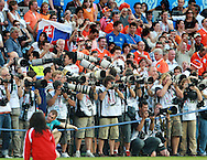 21-06-2008: Voetbal: Nederland-Rusland: Basel <br /> Enorme belangstelling van de fotografen bij de kwartfinale.<br /> Foto: Geert van Erven