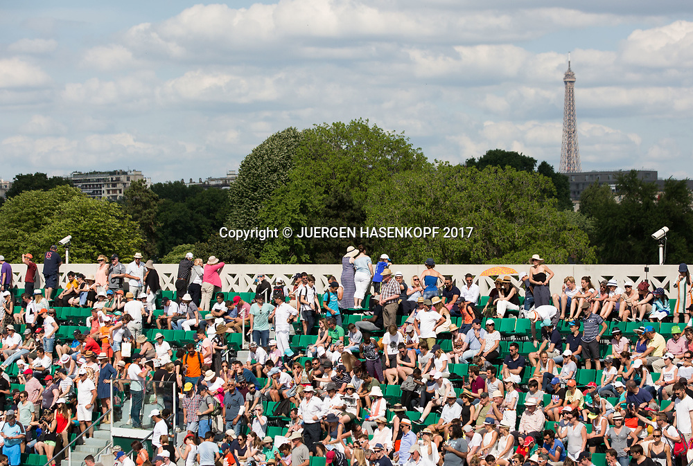 French Open 2017 Feature, Sicherheitskamera auf der oberste Zuschauertribuene, Sicherheit,Eiffelturm im Hintergrund<br /> <br /> Tennis - French Open 2017 - Grand Slam / ATP / WTA / ITF -  Roland Garros - Paris -  - France  - 31 May 2017.