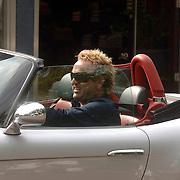 NLD/Laren/20060901 - Gordon heuckeroth in zijn nieuwe BMW cabriolet Laren