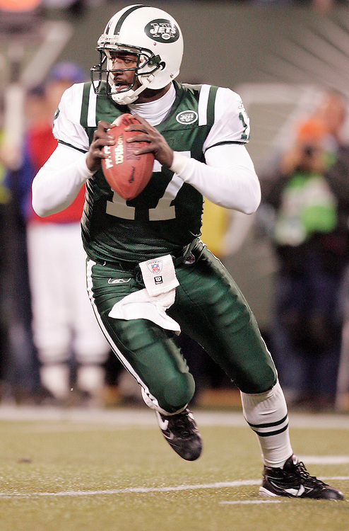 New York Jets quarterback Qunicy Carter drops back to pass against the  Miami Dolphins during the fouth quarter of their game at Giants Stadium in East Rutherford New Jersey Monday 01 November 2004. EPA/ANDREW GOMBERT
