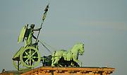 brandenburger tor statue