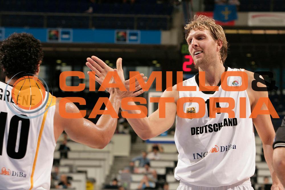 DESCRIZIONE : Madrid Spagna Spain Eurobasket Men 2007 Classification Round 5th to 8th place Gare Quinto - Ottavo Posto Germania Slovenia Germany Slovenia<br /> GIOCATORE : Dirk Nowitzki<br /> SQUADRA : Germania Germany<br /> EVENTO : Eurobasket Men 2007 Campionati Europei Uomini 2007 <br /> GARA : Germania Slovenia Germany Slovenia<br /> DATA : 15/09/2007 <br /> CATEGORIA : Esultanza<br /> SPORT : Pallacanestro <br /> AUTORE : Ciamillo&amp;Castoria/S.Silvestri<br /> Galleria : Eurobasket Men 2007 <br /> Fotonotizia : Madrid Spagna Spain Eurobasket Men 2007 Classification Round 5th to 8th place Gare Quinto - Ottavo Posto Germania Slovenia Germany Slovenia<br /> Predefinita :