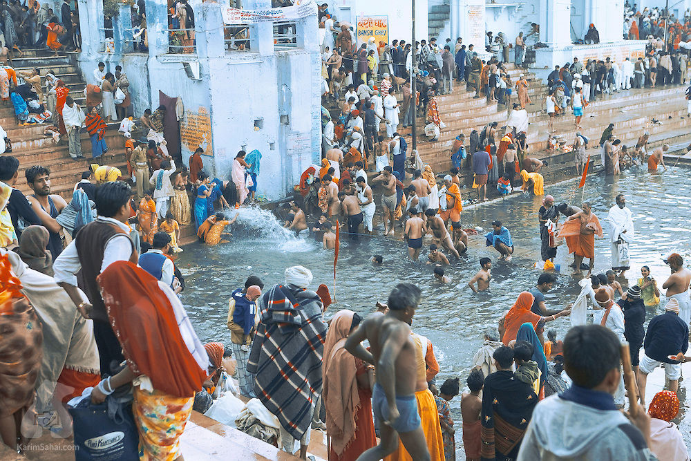On 'Karthik Purnima', the auspicious full moon of the hindu 'Karthik' month marking the end of fortnight-long celebrations, thousands of pilgrims bathe in Lake Pushkar. It is said that a holy dip in this lake on Karthik Purnima washes all sins and leads to salvation.