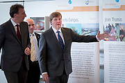 Koning aanwezig bij  Future For Nature Awards 2017 in Burgers' Zoo, Arnhem.<br /> <br /> King attended Future For Nature Awards 2017 at Burgers' Zoo, Arnhem.<br /> <br /> Op de foto / On the photo: Aankomst / Arrival